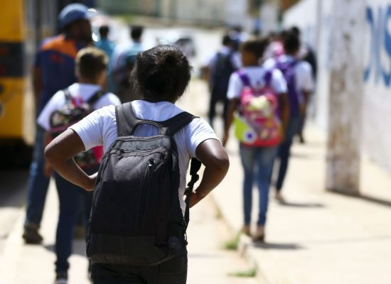 Escolas com vulnerabilidade social receberam mais de R$ 300 milhões
