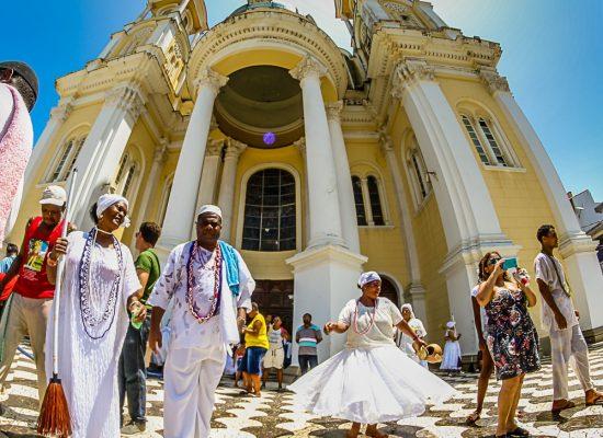 Fé e emoção na Lavagem das Escadarias da Catedral de São Sebastião