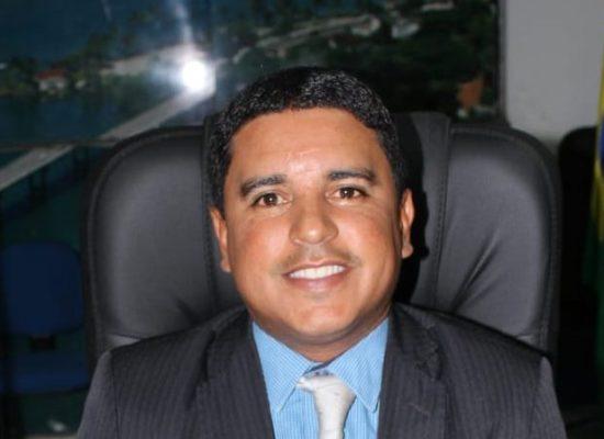 Vereador Fabrício Nascimento fiscaliza obra de construção do Creas