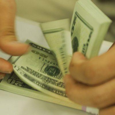 Dólar sobe para R$ 5,66 com possíveis mudanças no teto de gastos