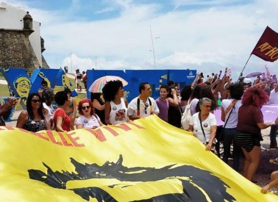Derrotar Bolsonaro nas ruas é a grande tarefa das mulheres, afirma deputado Hilton Coelho (PSOL)