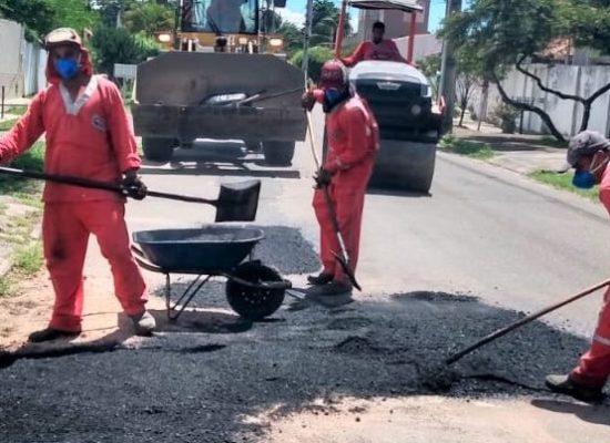 Prefeitura realiza operação tapa-buracos em diversas vias públicas de Ilhéus