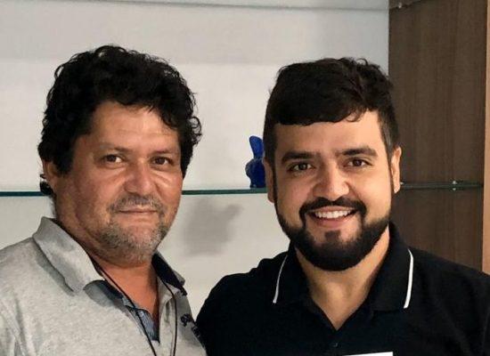 Valderico Junior demonstra satisfação com Edvaldo Gomes no DEM