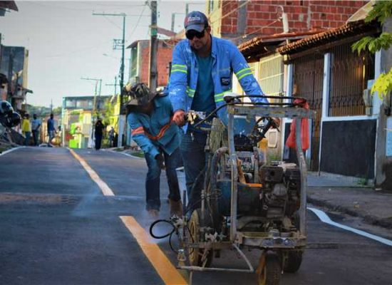 Prefeitura de Ilhéus realiza melhoria no asfalto e na sinalização de ruas do município