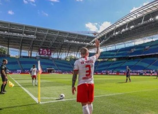 Torneio alemão reinicia com protocolo de segurança e gol de brasileiro