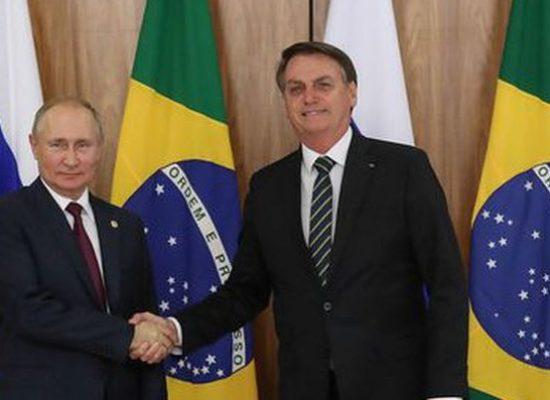 Bolsonaro conversa com Putin sobre cooperação na área de saúde