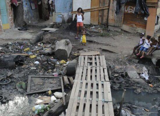 Bahia precisa triplicar investimento em água e esgoto para atingir meta