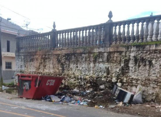 VEREADOR ESCUTA PROTOCOLA INDICAÇÃO PARA ACABAR COM LIXEIRA VICIADA EM ILHÉUS