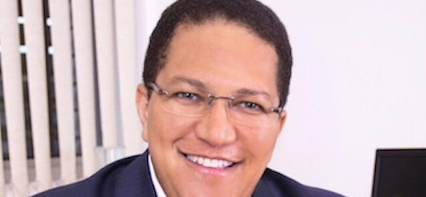Adesivaço abre atividades da campanha de Augusto Castro