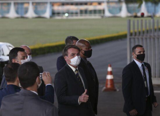 Bolsonaro defende protocolo de tratamento precoce contra covid-19