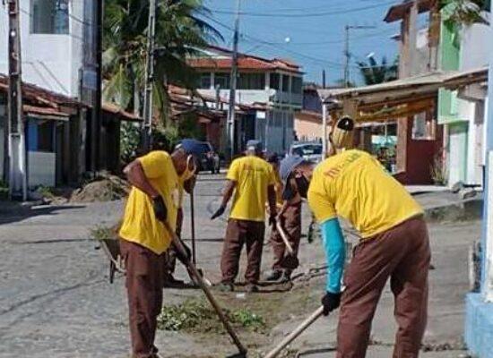 Prefeitura de Ilhéus realiza mutirão de limpeza em Olivença