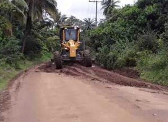 Prefeitura inicia serviço de recuperação das estradas vicinais de Ilhéus