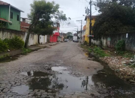 VEREADOR LUIZ CARLOS ESCUTA solicita pavimentação asfáltica para a Rua Havaí, em Ilhéus