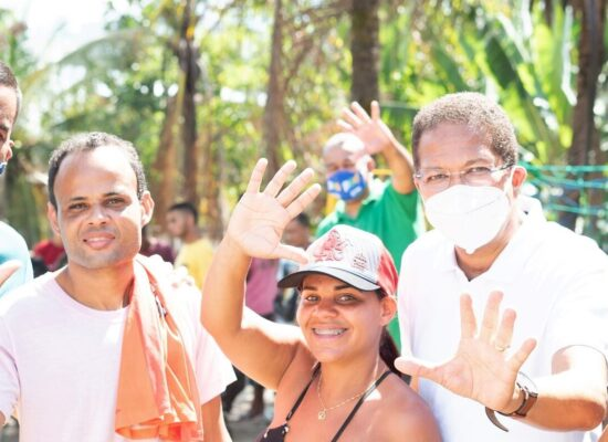 Augusto Castro comemora receptividade nos bairros no primeiro dia de campanha