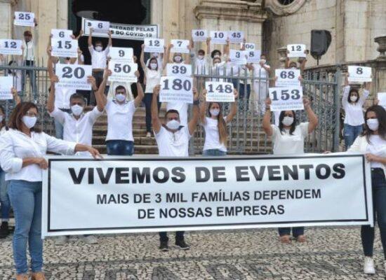 Empresas de eventos sociais realizam manifestação pedindo retomada da atividade