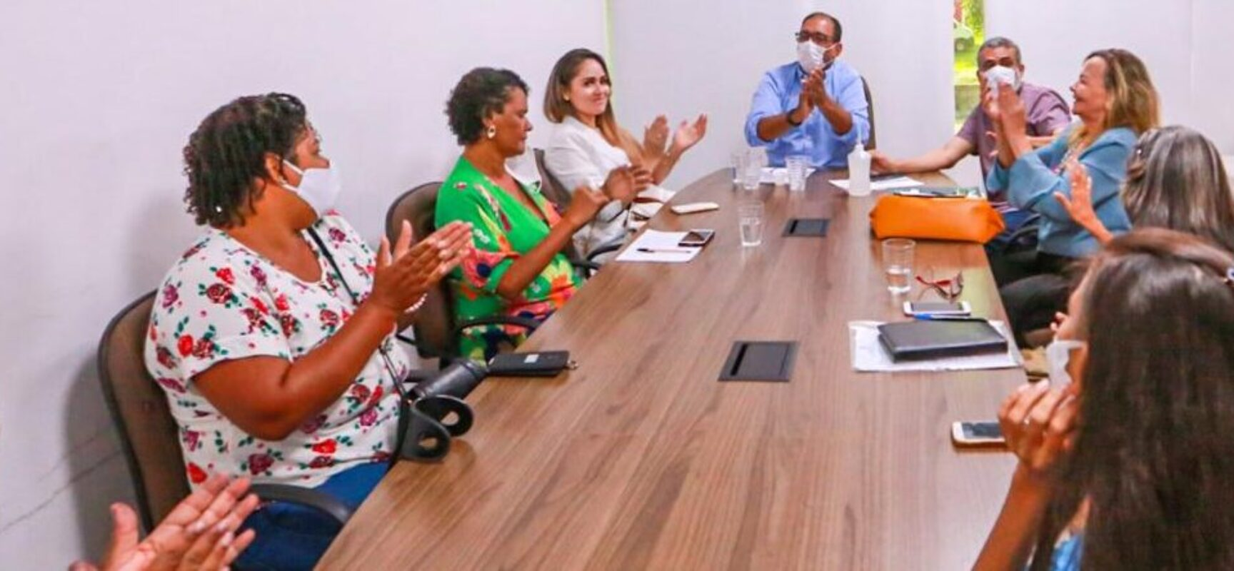 Prefeito de Ilhéus se reúne com membros das associações de pacientes crônicos do município
