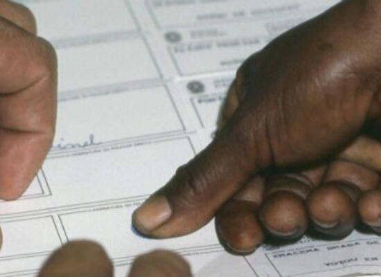 A Justiça Eleitoral convocou 52 candidatos a vereador para provarem que são alfabetizados.