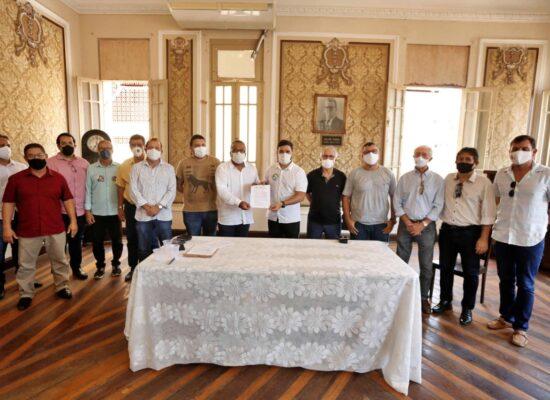 Valderico Junior recebe carta compromisso das entidades empresariais