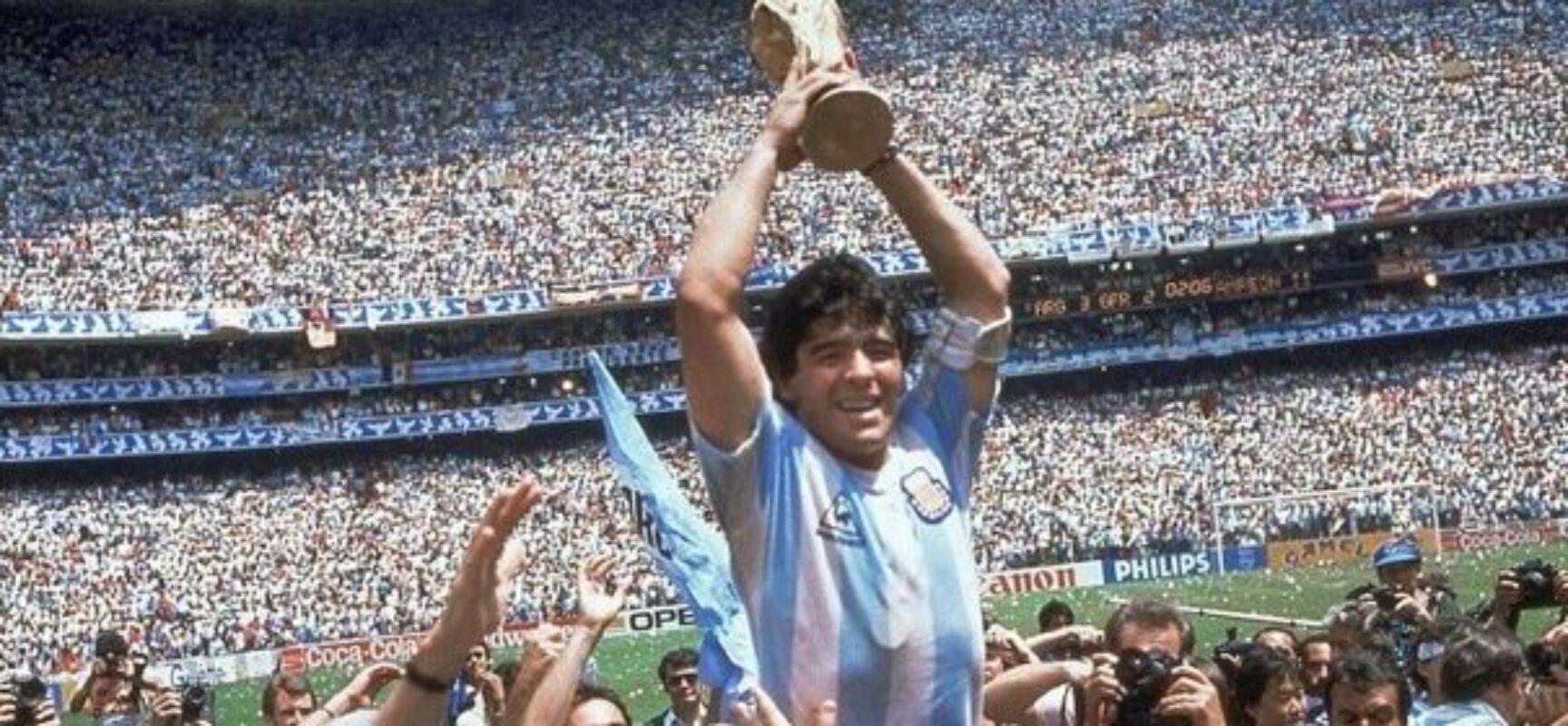 O ex-jogador de futebol argentino Diego Armando Maradona morreu nesta quarta-feira (25/11), aos 60 anos.