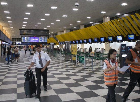 Brasil proíbe entrada de passageiros do Reino Unido a partir desta sexta