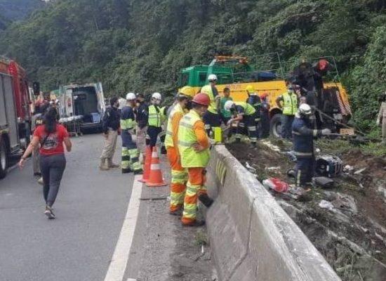 Acidente com ônibus de turismo no Paraná deixa ao menos 21 mortos e 33 feridos