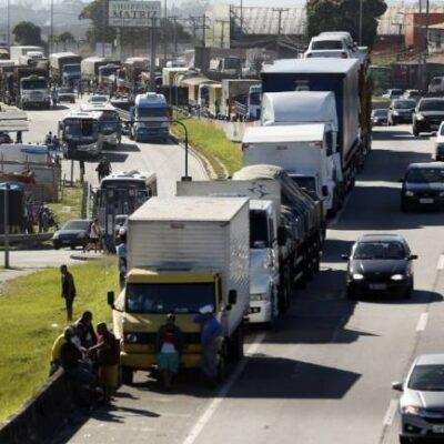 Presidente anuncia apoio para 750 mil caminhoneiros comprarem diesel