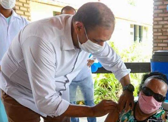 Prefeito Mário Alexandre acompanha vacinação de idosos do Abrigo São Vicente