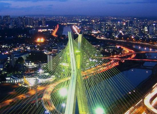 São Paulo volta para fase vermelha e fecha serviços não essenciai à noite