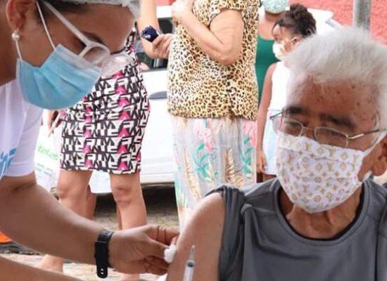 Alagoinhas disponibiliza 2ª dose para idosos a partir de 90 anos nesta segunda (01)