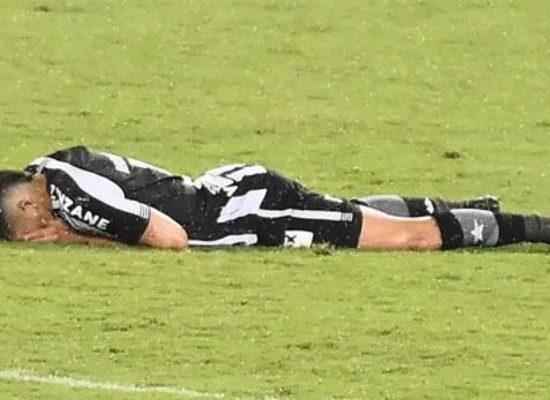 Botafogo perde, cai no Brasileiro e, a expecatitva é que continue caindo. Time muito ruim!