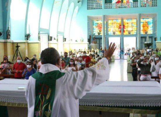 Cerimônias religiosas só em casa. Qualquer tipo de evento religioso fica proibido até 28 de fevereiro
