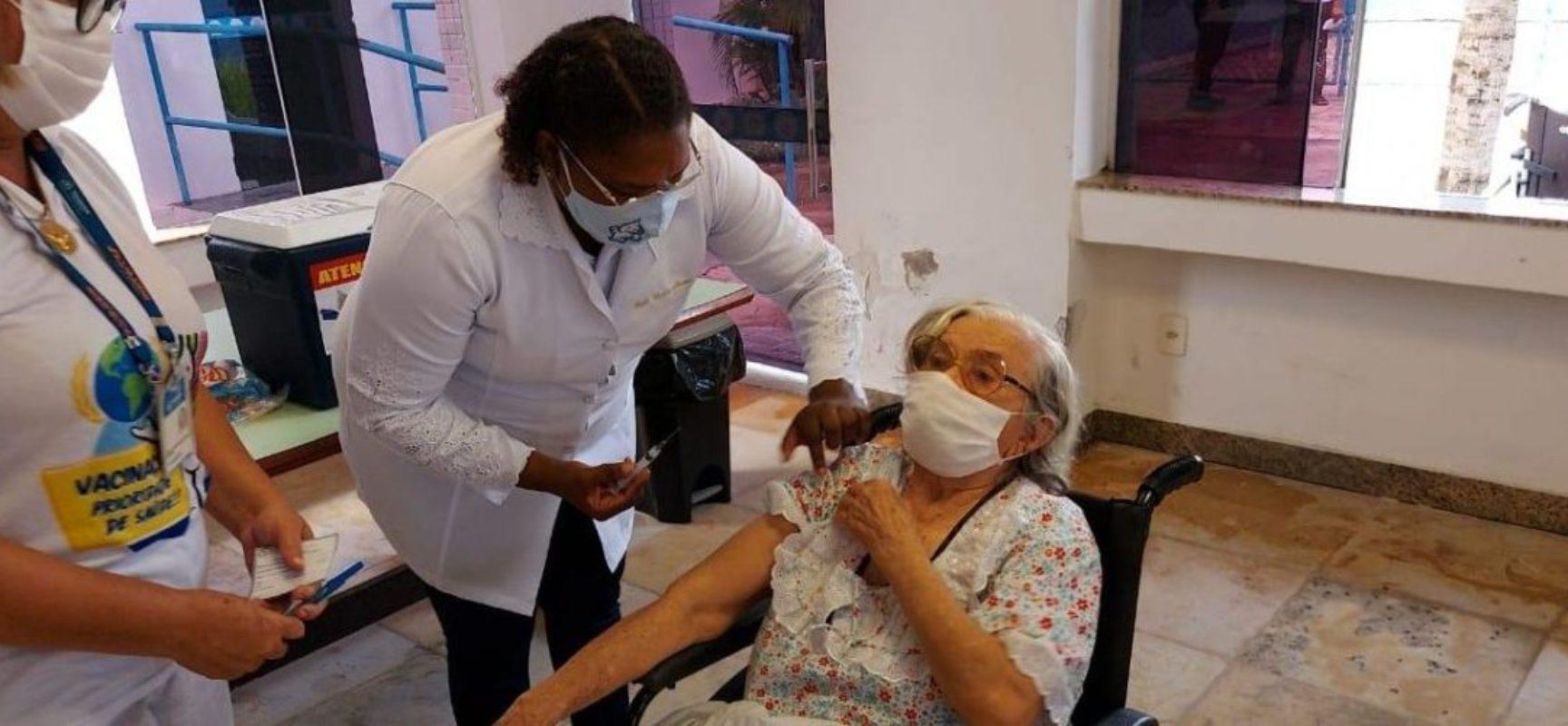 Covid-19: Ilhéus prorroga vacinação da 2ª dose para profissionais da Saúde e idosos acima de 80 anos