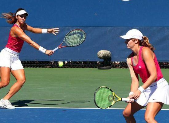 Dupla de Stefani vence de virada na estreia do WTA de Adelaide