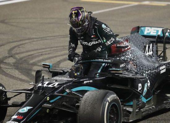 F1: sem confirmar Hamilton, Mercedes anuncia lançamento de novo carro