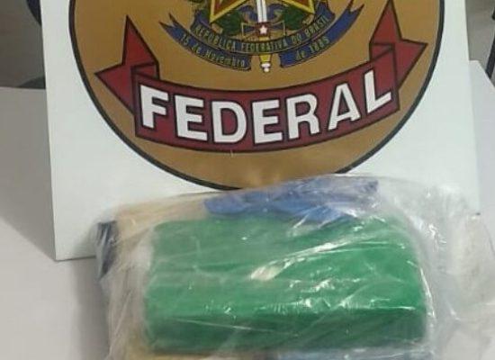 Mulher é presa após receber encomenda com 3 kg de cocaína via Correios