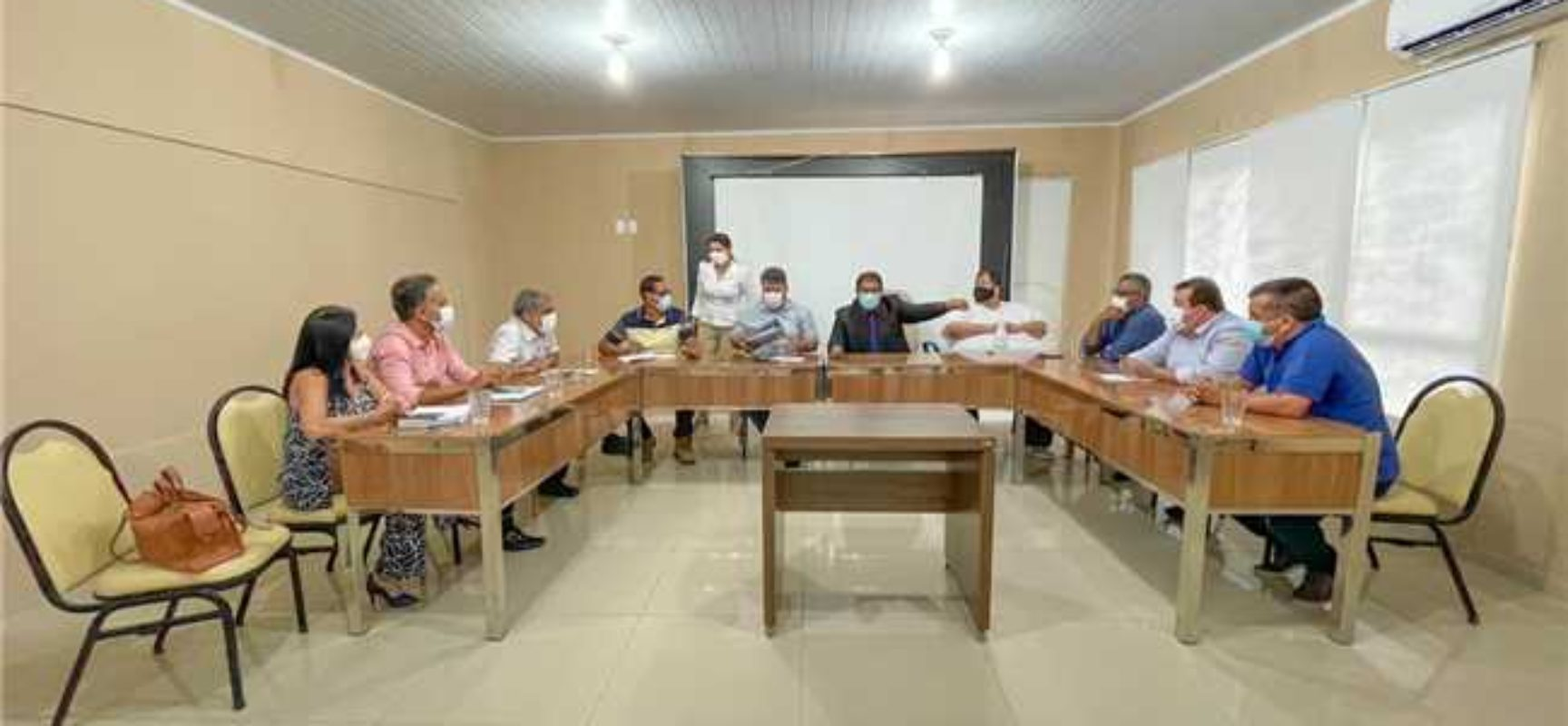 Prefeito e secretariado avaliam positivamente medidas restritivas do Estado contra a Covid-19