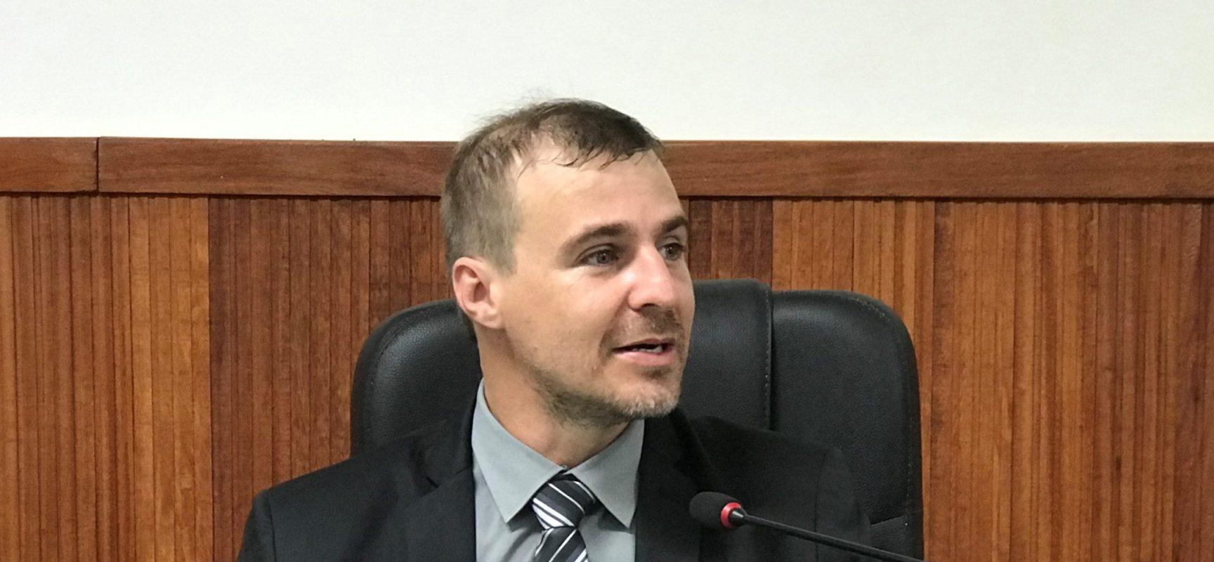 Vinícius Alcântara apoia projeto que regulamenta Frentes Parlamentares da Câmara