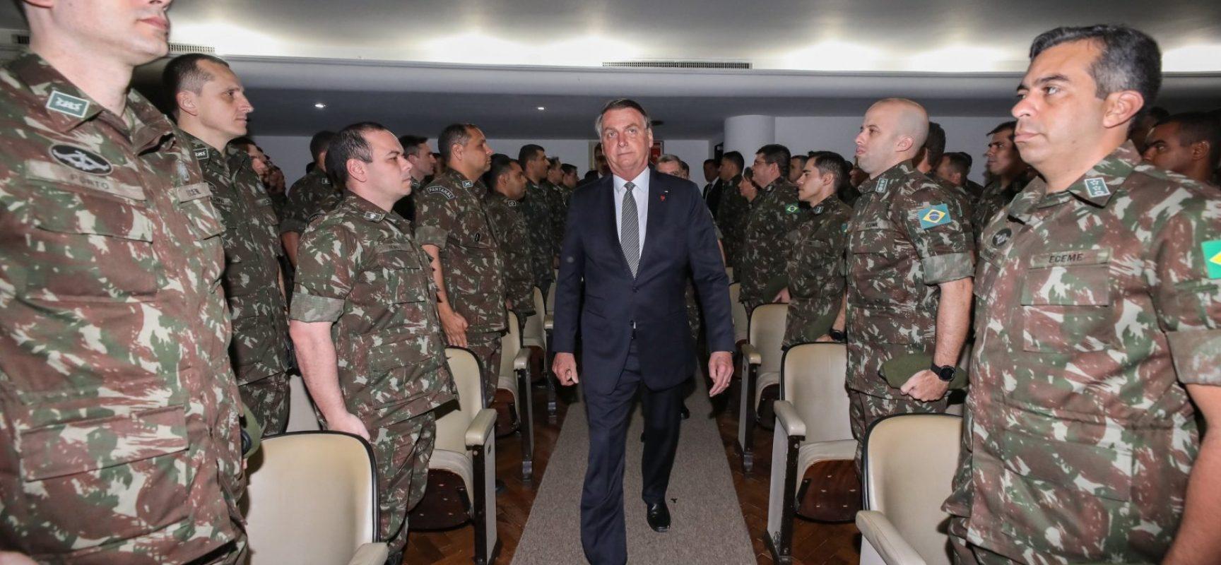 Comandantes das Forças Armadas pedem demissão em protesto contra Bolsonaro