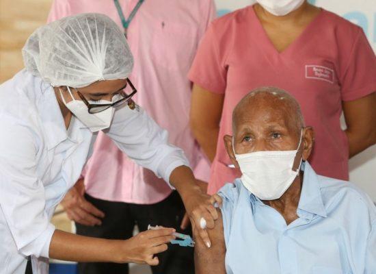 Covid-19: Ilhéus inicia vacinação na zona rural para idosos acamados e acima de 80 anos