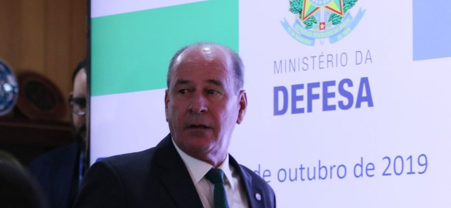 Fernando Azevedo e Silva, ministro da Defesa, anuncia que deixa o cargo