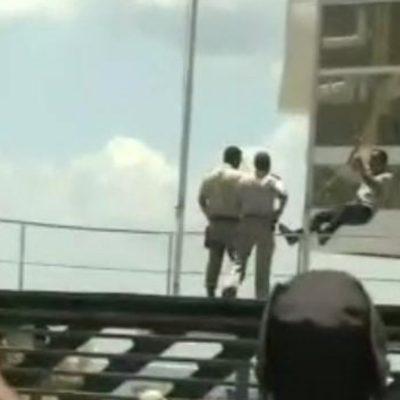 Homem tenta invadir prefeitura e é detido durante protesto contra medidas restritivas em Salvador
