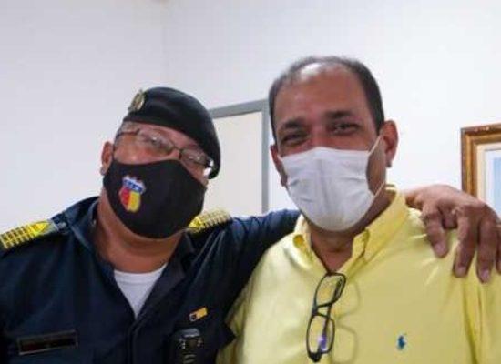 Prefeito agradece ao comandante da Guarda Civil Municipal pelos serviços prestados em 4 anos