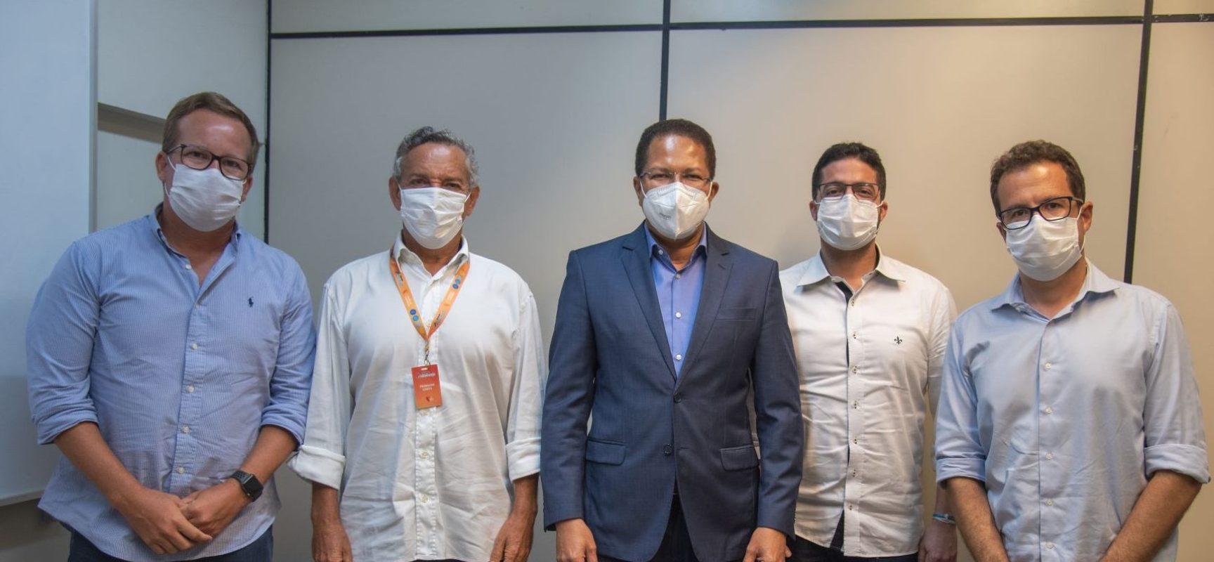 Prefeito Augusto Castro participa de ato da assinatura de contrato do terreno do Grupo Atakarejo