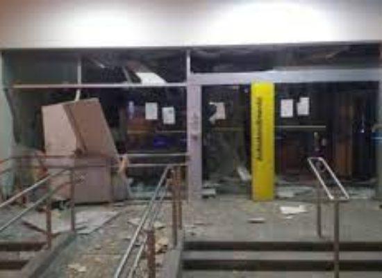 Bandidos explodem agência bancária em São Sebastião do Passé