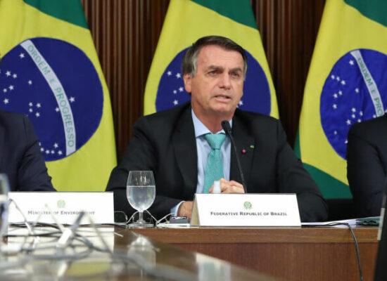 Bolsonaro assina MPs que permitem flexibilização de leis trabalhistas