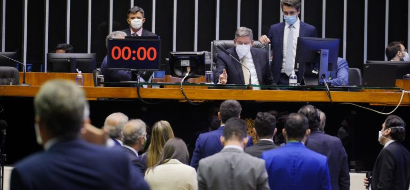 Câmara aprova compra de vacinas pelo setor privado com doação na mesma quantidade ao SUS