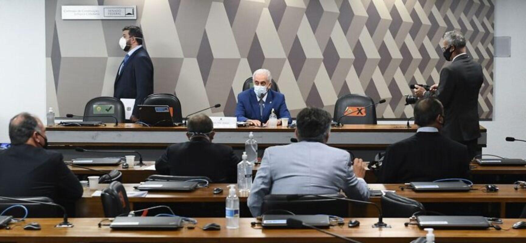 CPI: senadores questionam Renan e aprovam 310 pedidos de informação