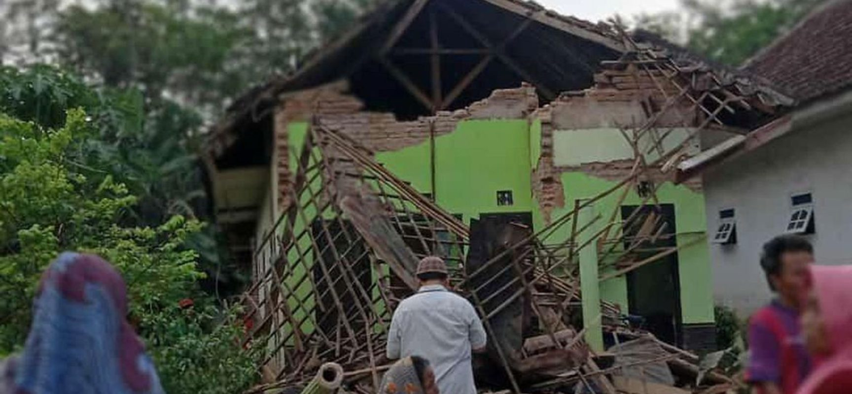 Ilha de Java na Indonésia é atingida por terremoto de magnitude 5,9