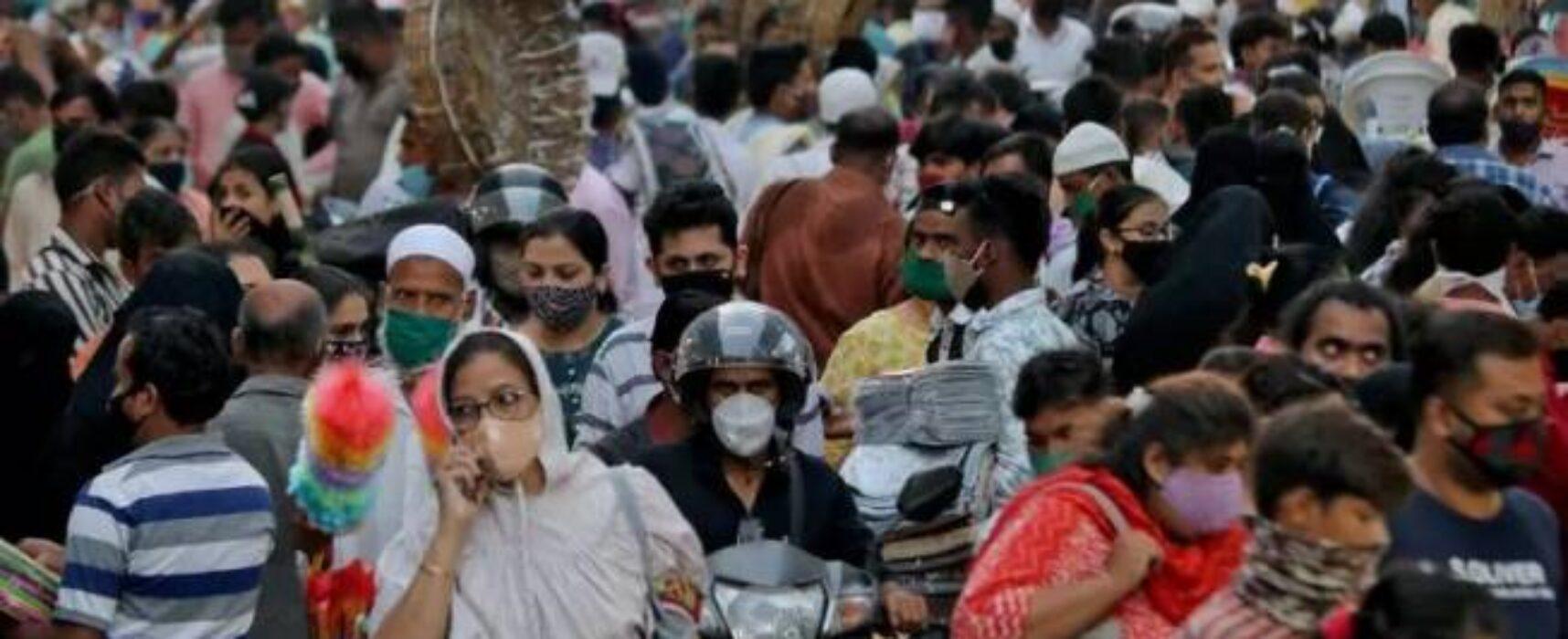 Índia bate recorde de casos e enfrenta carência de vacinas contra covid-19