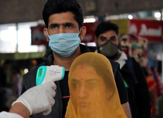Índia supera 18 milhões de infecções por covid-19